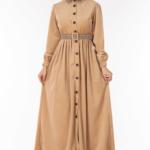 فستان نسائي بيج مع أزرار تصميم جذاب – صناعة تركية