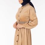 فستان نسائي بيج مع أزرار تصميم جذاب – صناعة تركية1