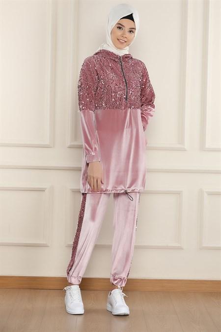 ملابس رياضية نسائية وردية تصميم حديث وراقي – صناعة تركية